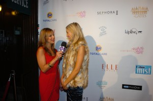 "Red Carpet Roxy chatting with Katrina Bowden from ""30 Rock"" for the Skinny on Fashion, courtesy of Oral-B Pulsonic photo credit: Djamilla Cochran/Tom Concordia Photography"