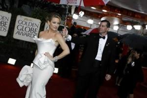 Kate Hudson on the 2010 Golden Globes Red Carpet photo: news ok
