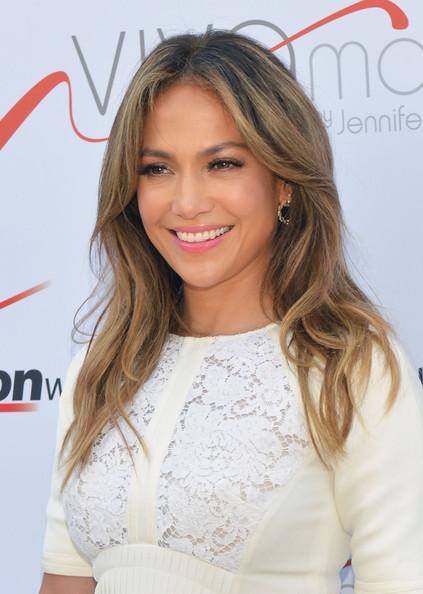 Jennifer+Lopez+Jennifer+Lopez+Poses+Viva+Movil+X2e_z1OYyKJl