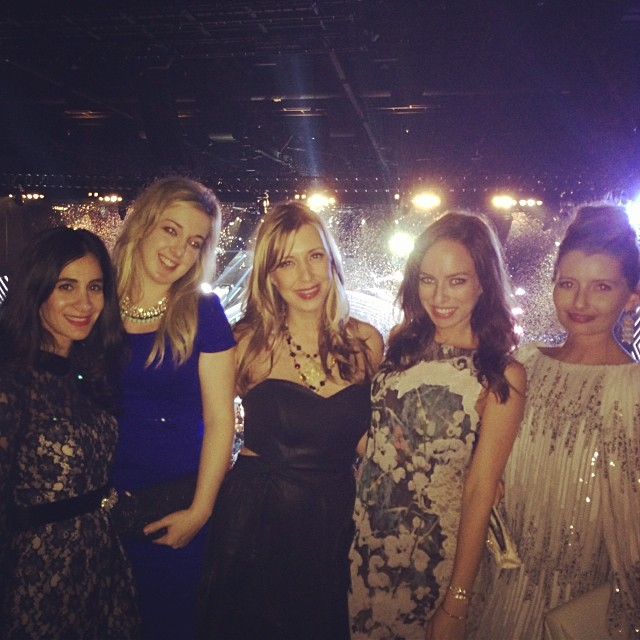 Enjoying the Peoples Choice Awards with the girls