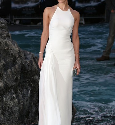 LOOK OF THE WEEK: EMMA WATSON IN A WHITE COLUMN GOWN