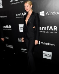 GWYNETH PALTROW IN A SEXY TOM FORD SUIT