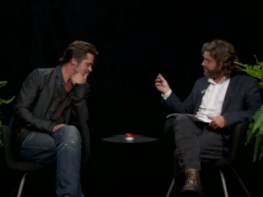 ZACH GALIFINAKIS INSULTS BRAD PITT DURING HILARIOUS INTERVIEW