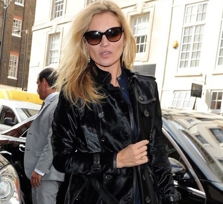 KATE MOSS + DAUGHTER MAKE RED CARPET APPEARANCE