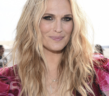 VIDEO: MOLLY SIMS TALKS STYLE, KIDS AND SUMMER PLANS