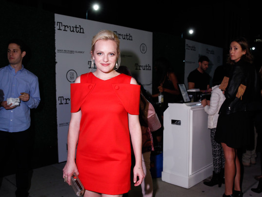 ELISABETH MOSS TALKS STYLE,BEAUTY,REVISITING MAD MEN