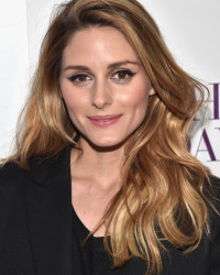 OLIVIA PALERMO IN A CRISP WHITE SUIT