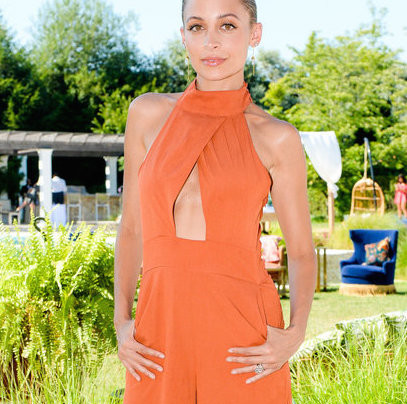 NICOLE RICHIE IN HOUSE OF HARLOW 1960 x REVOLVE