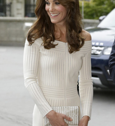 KATE MIDDLETON IN A SUMMER LWD