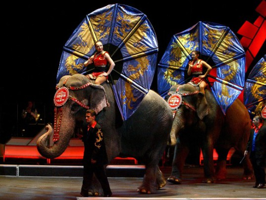 RINGLING BROS. CIRCUS TO CLOSE FOR GOOD