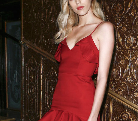 DEVON WINDSOR IN ALEXIS AT PFW