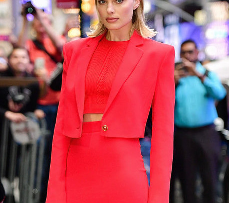 MARGOT ROBBIE: LADY IN RED