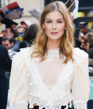 ROSAMUND PIKE AND HER ROMANTIC VIBES