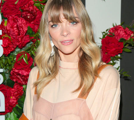 VIDEO: KRISTIN CHENOWITH, JAIME KING TALK HOLIDAYS