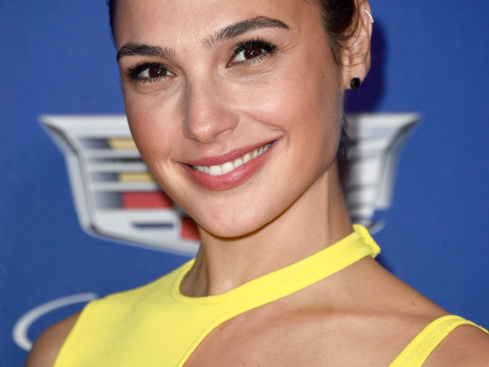 GAL GADOT IN YELLOW AND BLACK