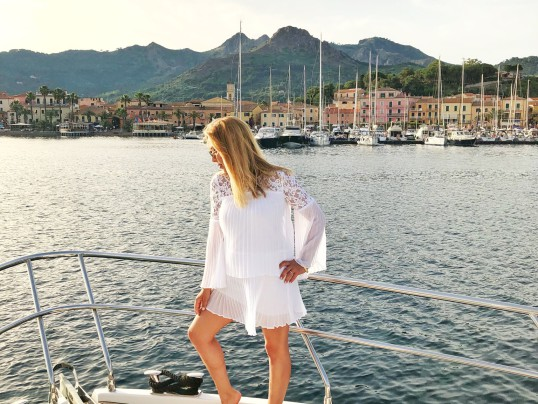 SUMMER WHITE ON THE ITALIAN RIVIERA