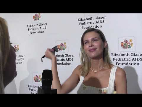 VIDEO:SARA FOSTER TALK SIBLING RIVALRY + KATE HUDSON