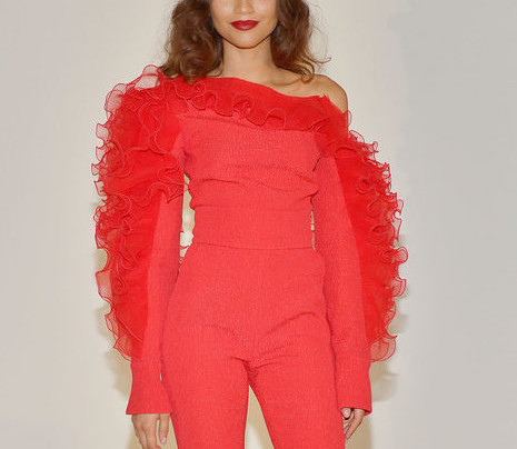 LADY ALL UP IN RED: ZENDAYA