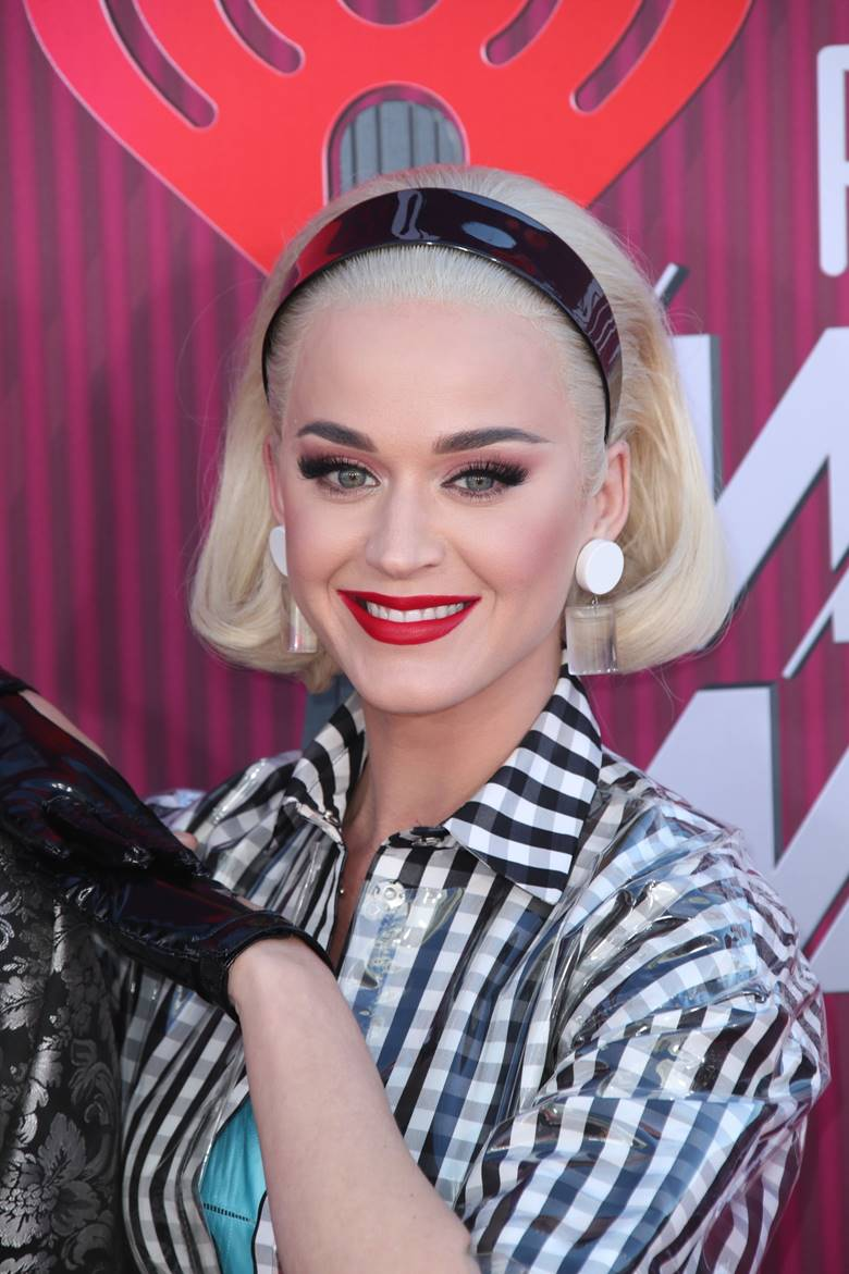Get The Look Katy Perry At The Iheart Radio Awards Red Carpet Roxy